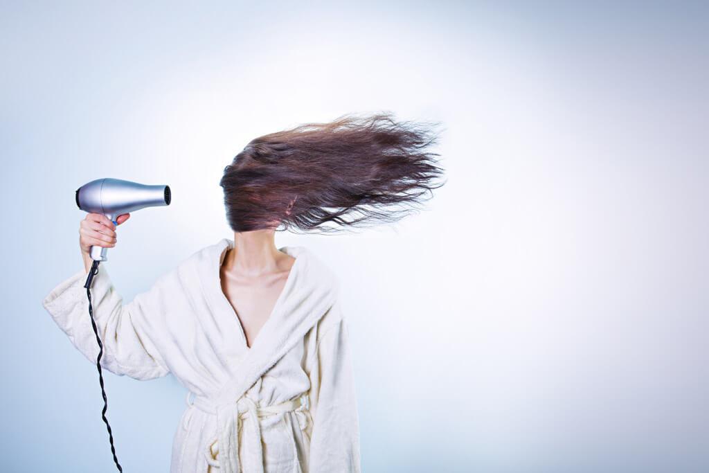 髪の毛を乾かして寝る