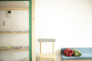 マンツーマン美容室の待合ソファー