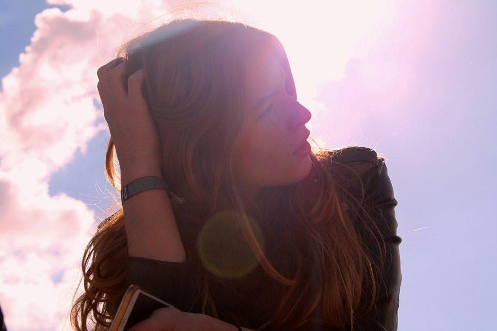 紫外線による髪の毛のダメージと対策【髪色を持たせる方法】
